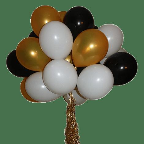 Облако из воздушных шариков белого, золотого, черного цвета